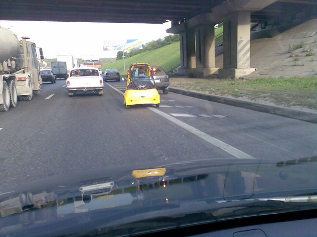 golf car spotted on the moscow dangerous highway 3