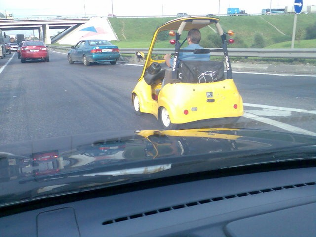 golf car spotted on the moscow dangerous highway 5