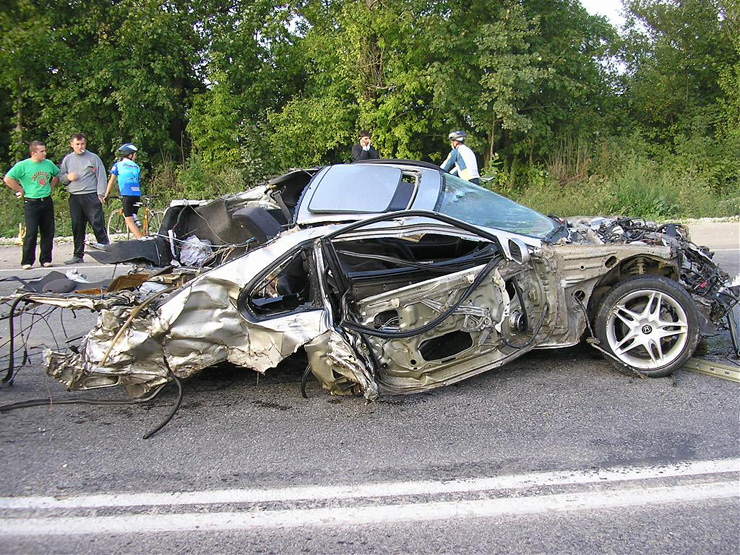 car before and after the crash in Ukraine 2