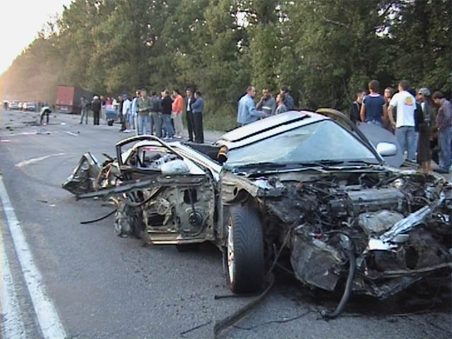 car before and after the crash in Ukraine 4