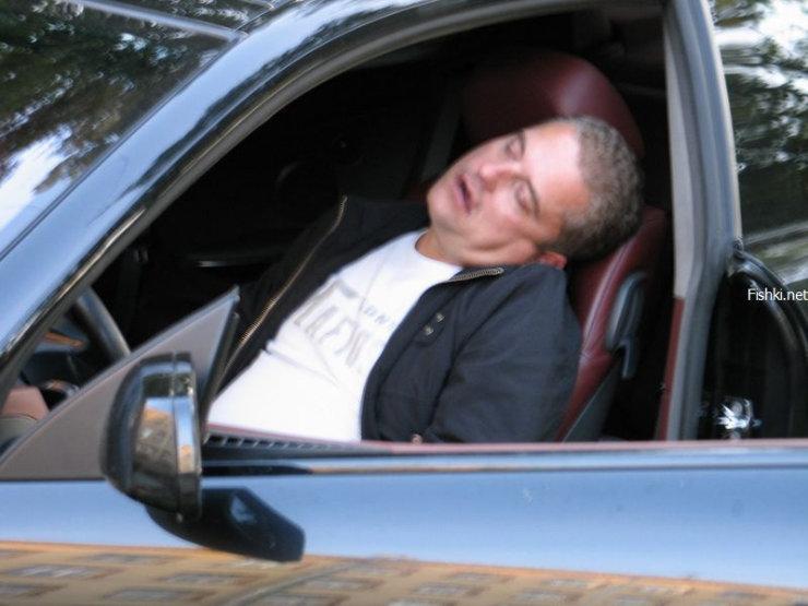 a driver fell asleep in his car 2