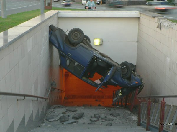 the driver parked his car in the entrance of the metro 1