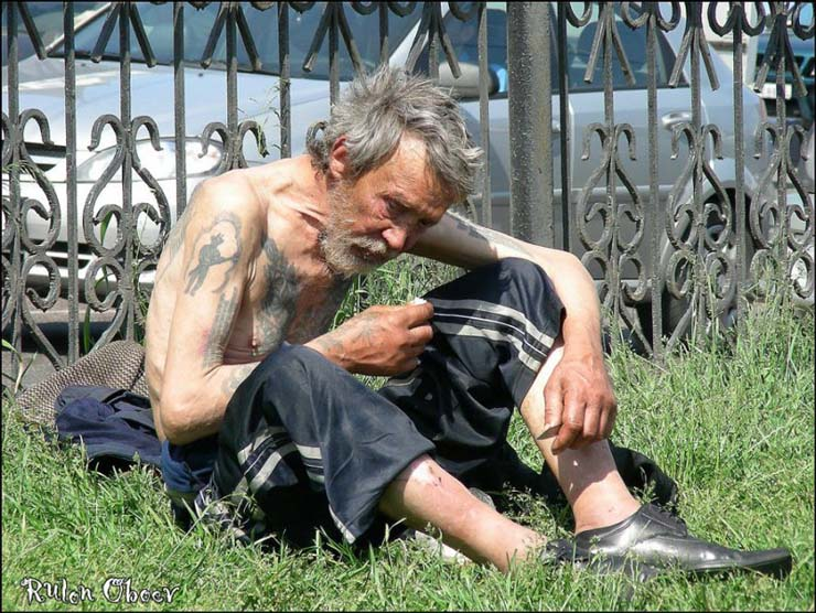 Homeless people at Moscow, Russia 14