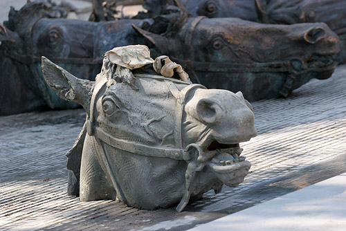 Russian horse heads monument  3