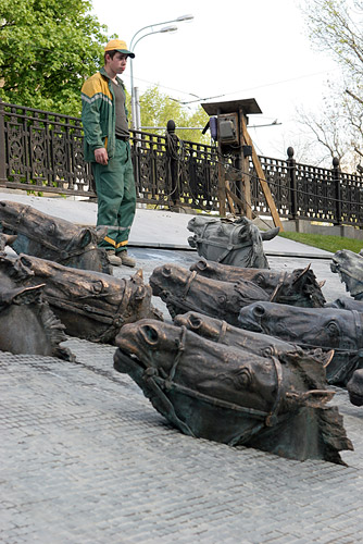 Russian horse heads monument 4