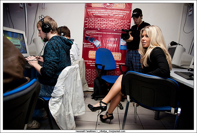 Russian gamers get hot Russian chicks 4