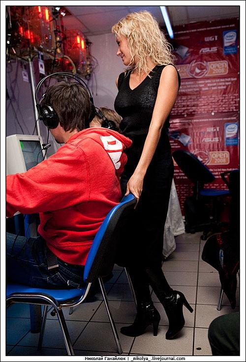 Russian gamers get hot Russian chicks 7