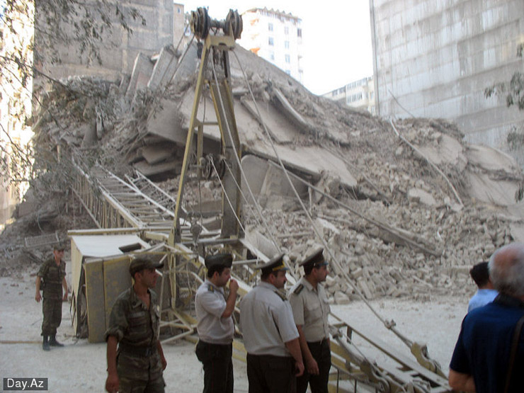 house collapsed in Azerbajan 19