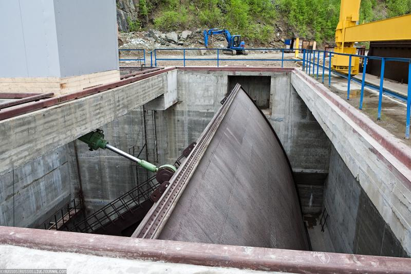 Launching The First Shore Spillway Unit of Sayano-Shushenskaya HPP 23