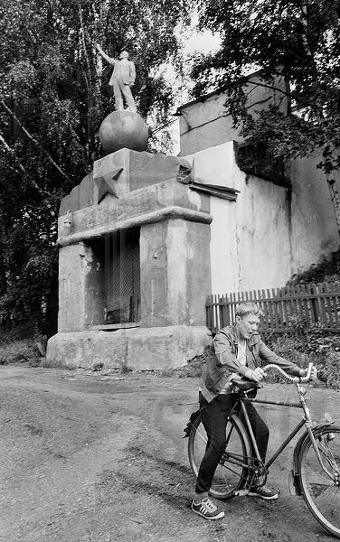 Lenin standing on the ball 3