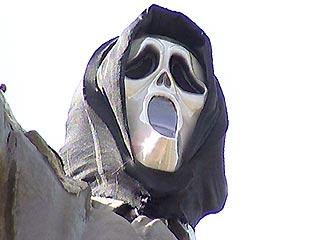 Lenin monument in Russian in Scream movie mask 4