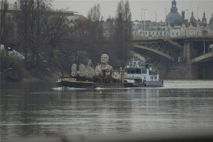 Lenin monument swims away 2