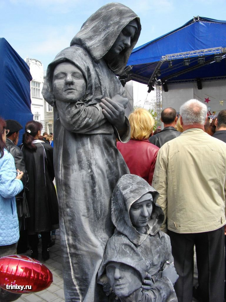 Russian Live Statues 16