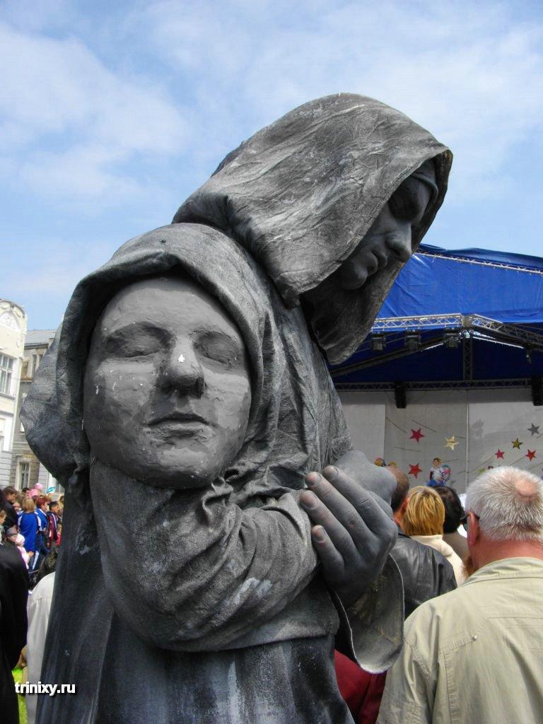 Russian Live Statues 17