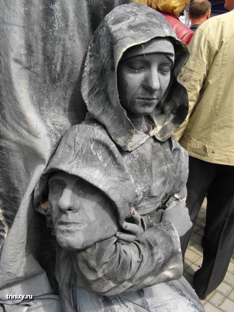 Russian Live Statues 18