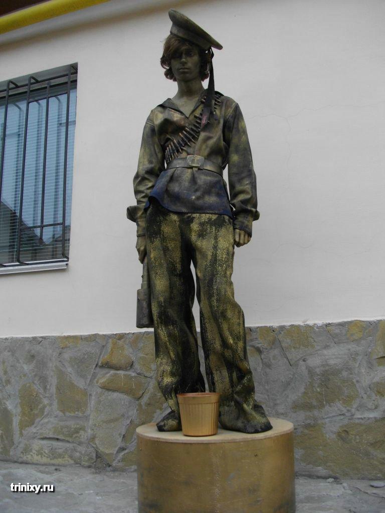 Russian Live Statues 44