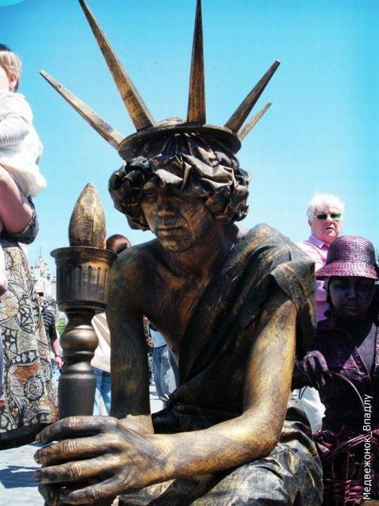 Living Statues Championship In Yevpatoriya 7