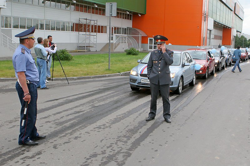 longest car procession ever, consisted of ford focuses in Russia 16