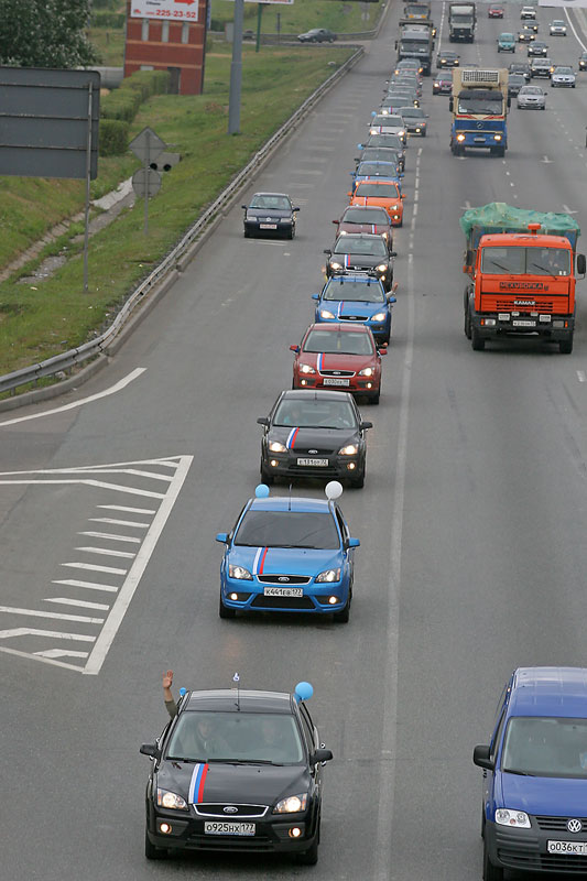 longest car procession ever, consisted of ford focuses in Russia 3