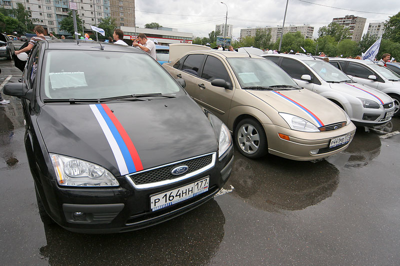longest car procession ever, consisted of ford focuses in Russia 6