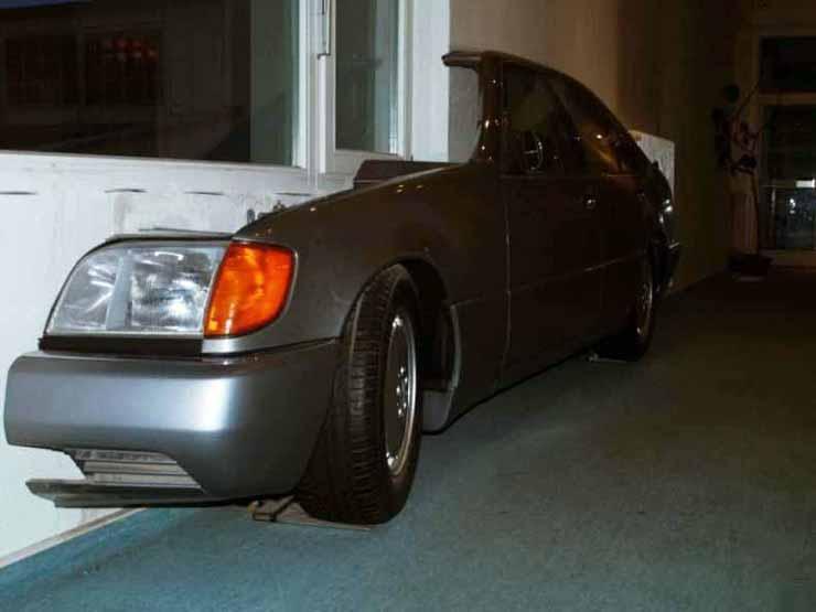 Mercedes in the flat in Russia 2