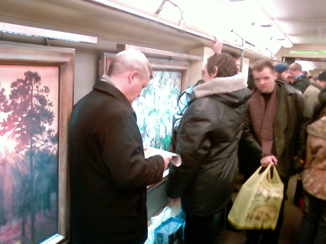subway train in Moscow looking like museum 4