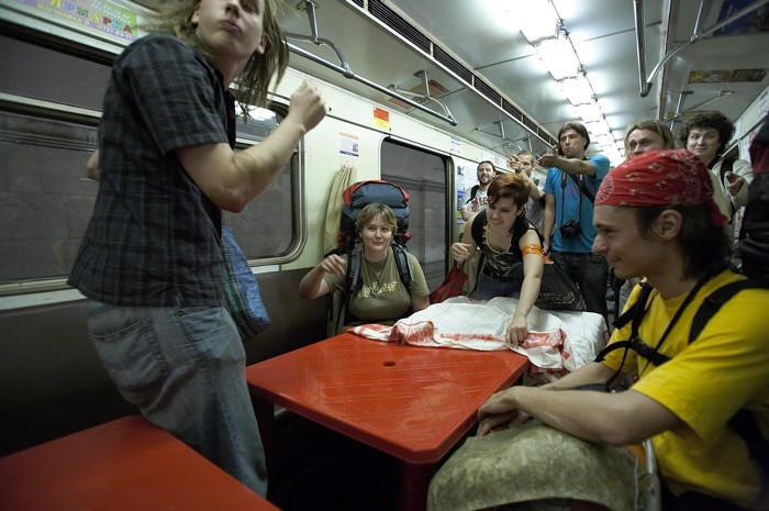 party in the metro train 6