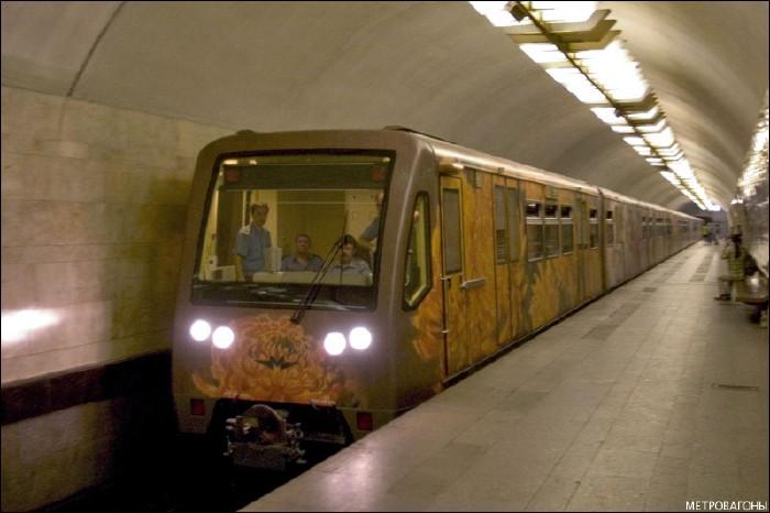 painted metro train 4