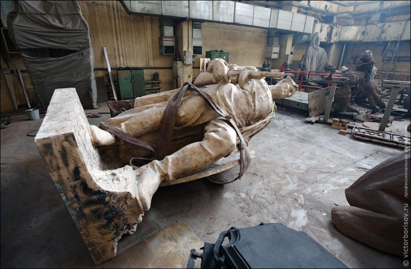 Monuments and Sculptures Manufacture 26