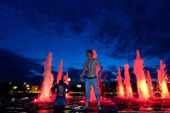 Moscow Graduates Bathing in Fountains 21