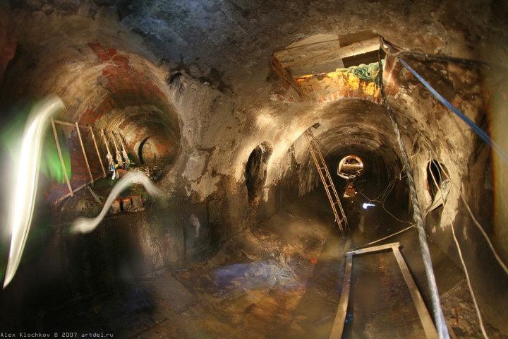 tunnels under Moscow in HDR 12