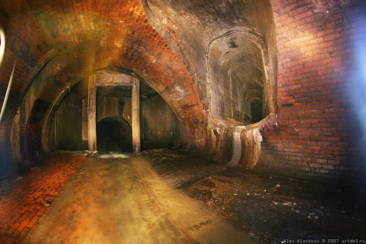 tunnels under Moscow in HDR 17
