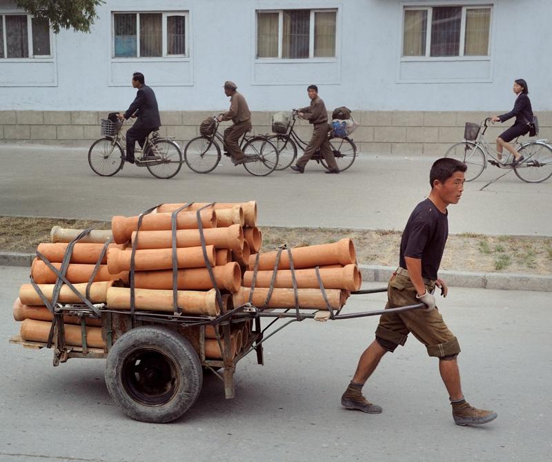 ¿Es verdad que en Corea del Norte las mujeres no pueden andar en bicileta? Kor6-9