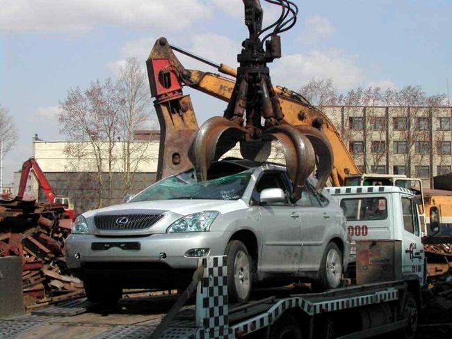 new lexus smashed in Russia 1