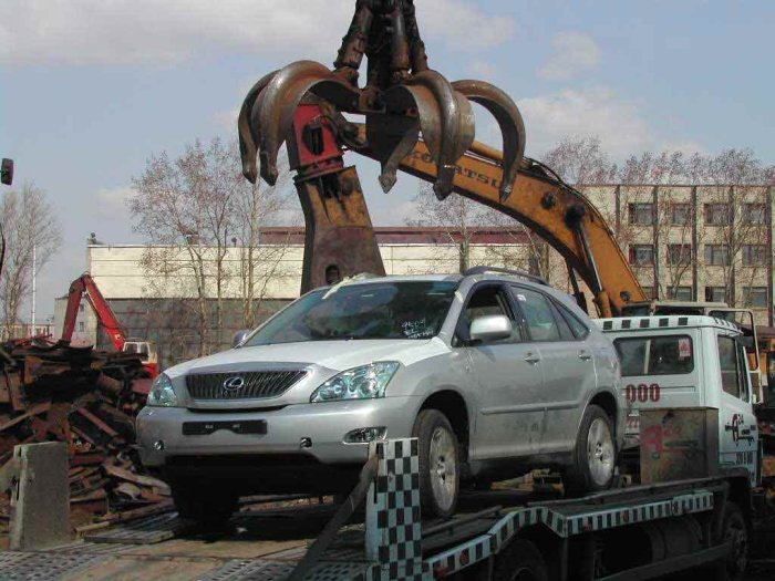 new lexus smashed in Russia 2