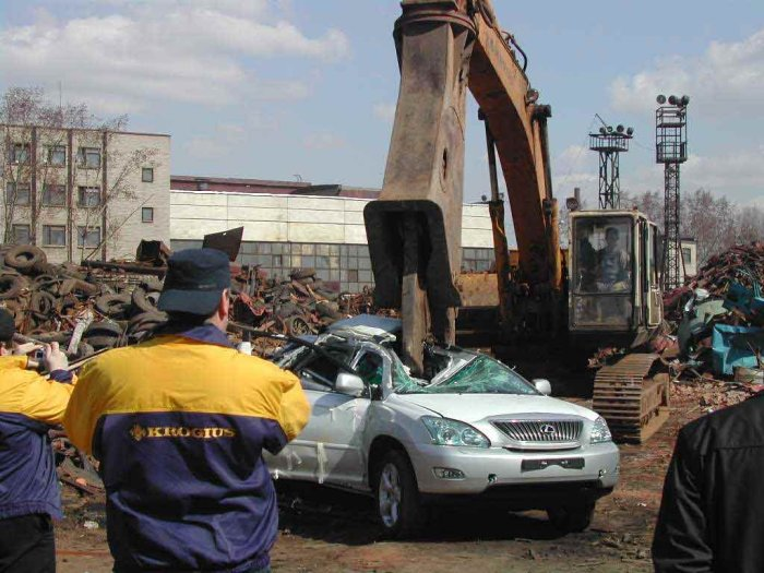 new lexus smashed in Russia 4