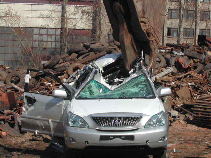 new lexus smashed in Russia 5