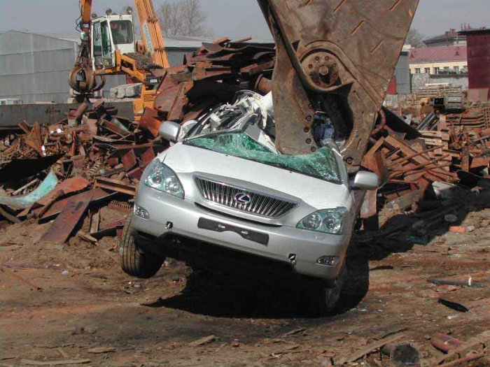 new lexus smashed in Russia 7