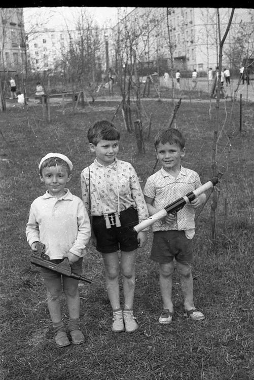 [Documental]Los niños de la estación de Leningradsky(El capitalismo en Rusia...) 00775p41