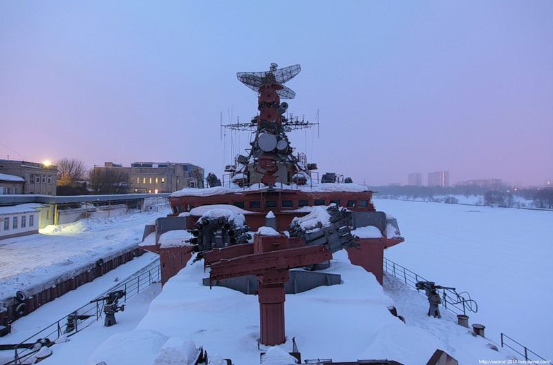 """""""Friendly"""" Ship Guarding Moscow"""