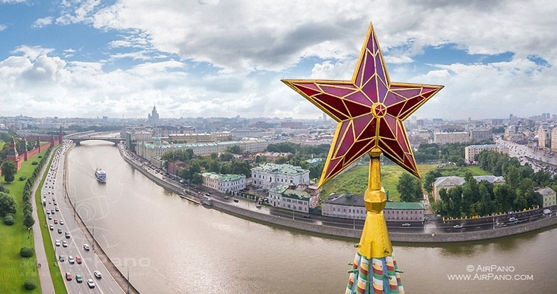 How were the Kremlin stars made and set