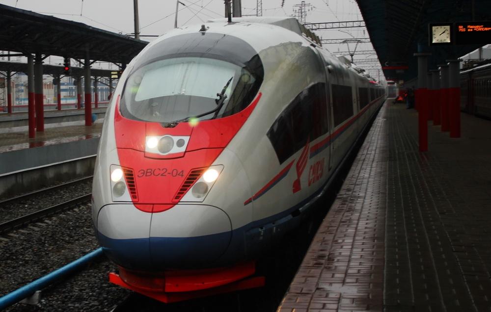 какую скорость развивает поезд сапсан