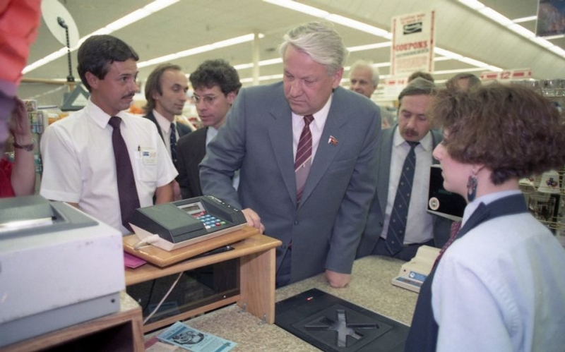 Boris Yeltsin in American Supermarket