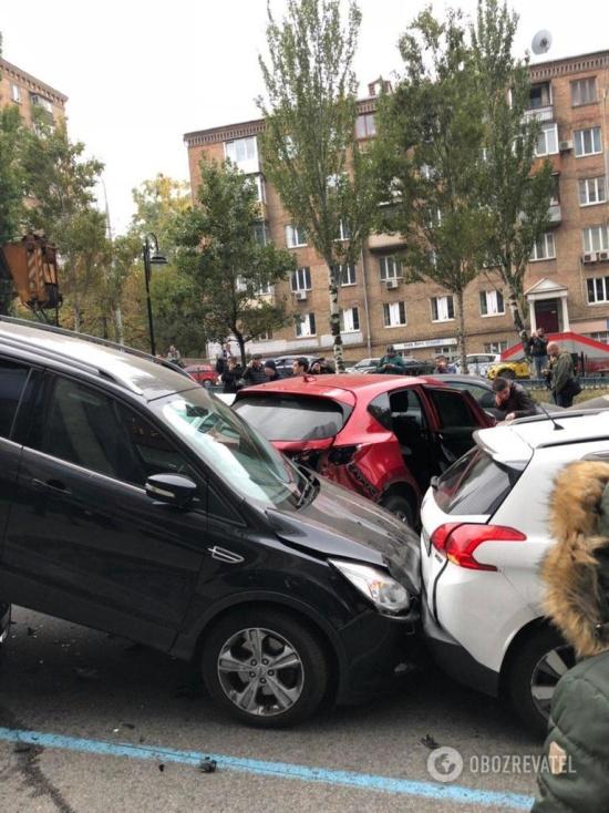 Crane Truck Smashed 20 Cars in Kiev Today