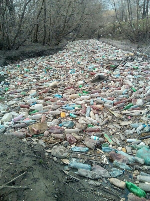 The River Full of Bottles in Russia [photos]