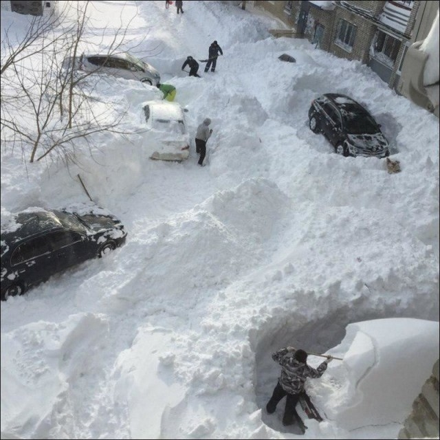 If You Complain About 2 Inch Snow in Your Place Watch Those Photos [photos]