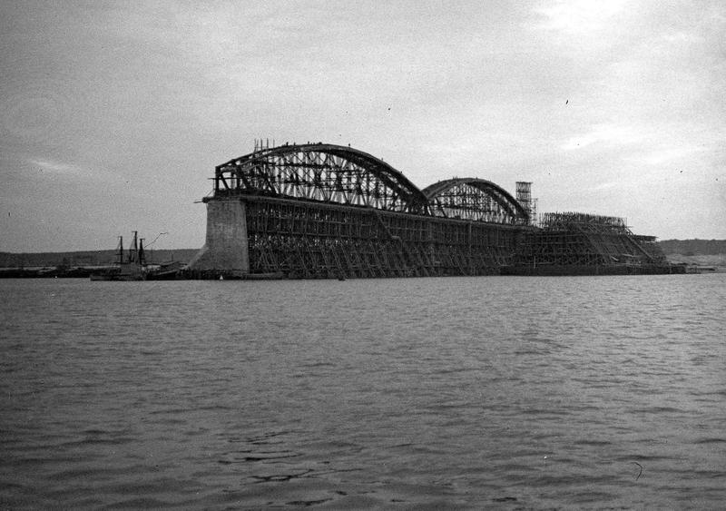 Construction of Romanoffs Bridge Over Volga in 1911-1913 [photos]