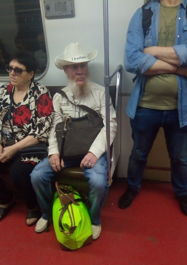 Weird People from the Russian Subways [50 photos]
