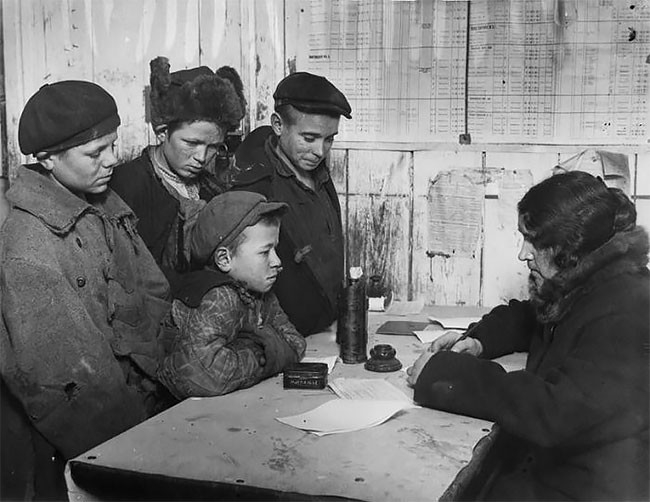 Rare Photos of Homeless Street kids in Russia in 1920s-1930s