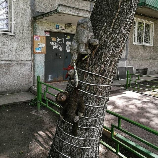 Soft Toys Installations in Russia Court Yards [photos]